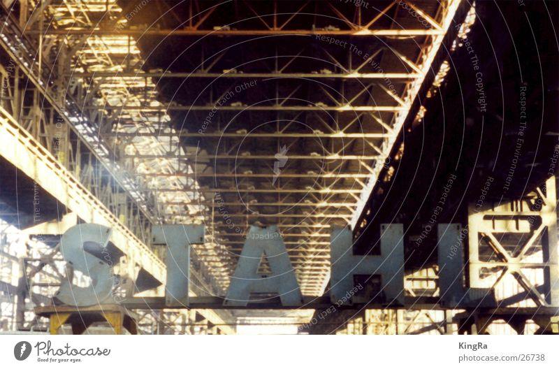 Stahl Stahlwerk Buchstaben Träger Licht Industrie Lagerhalle Rost