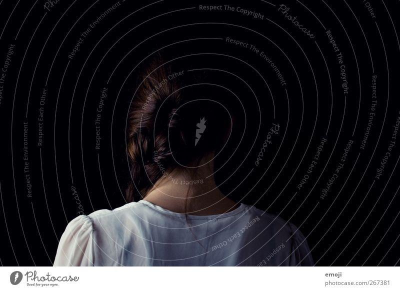 hinterm Rücken feminin Junge Frau Jugendliche Haare & Frisuren 1 Mensch 18-30 Jahre Erwachsene einzigartig Farbfoto Gedeckte Farben Innenaufnahme Studioaufnahme