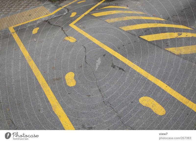 Umleitung gelb Straße Wand Stein Mauer Linie Gesundheit Schilder & Markierungen Beginn Beton Verkehr modern ästhetisch authentisch Hinweisschild Streifen