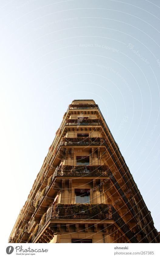 Wohnraum Fenster Architektur Gebäude Fassade Häusliches Leben Bauwerk Paris Balkon Wolkenloser Himmel Altbau