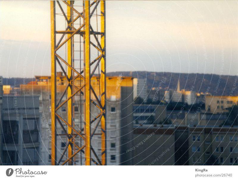 Kran im Abendrot Sonne Stadt Gebäude Industrie Stahl Träger