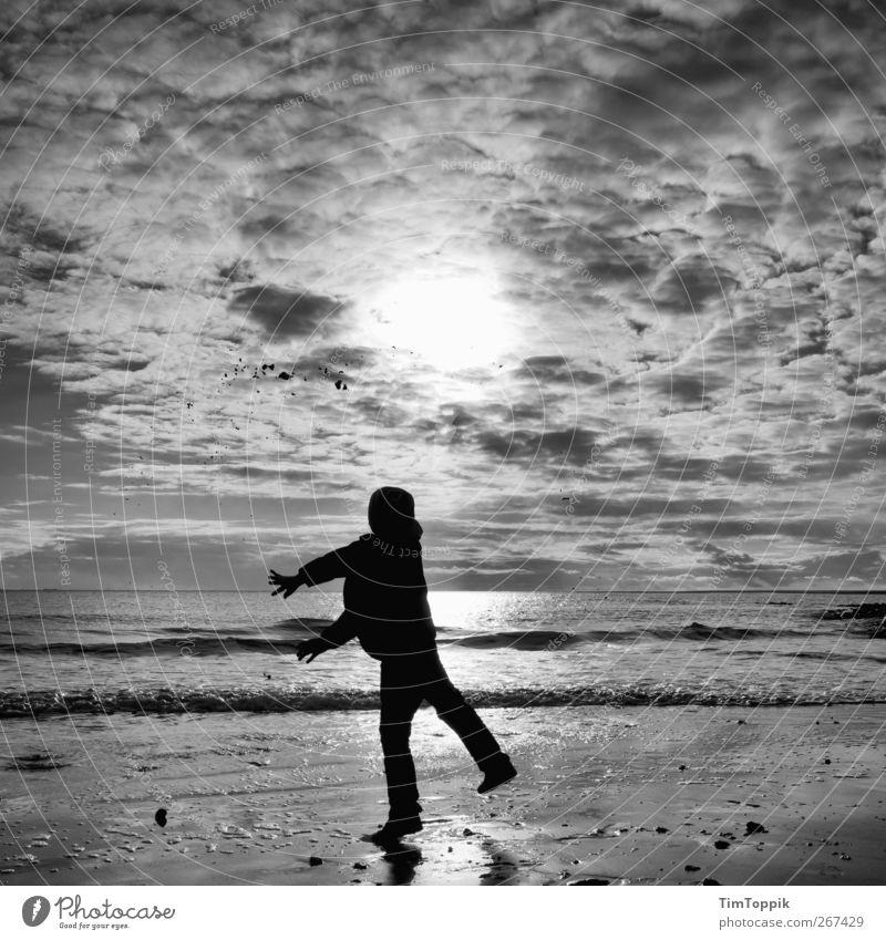 Borkum Bounce #4 Himmel Ferien & Urlaub & Reisen Meer Strand Freude Wolken Ferne Erholung Spielen Tierjunges Horizont Wellen werfen Abendsonne Meerwasser