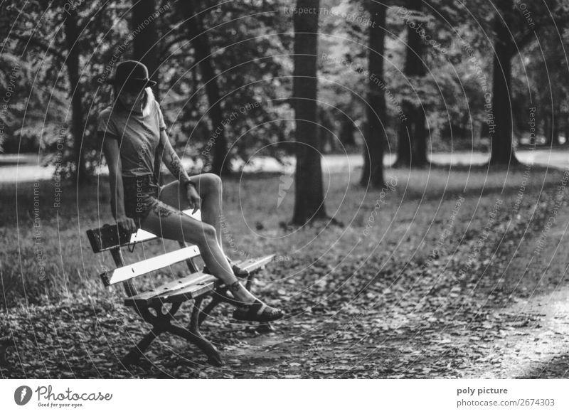 don't be shy - [LS157] Frau Ferien & Urlaub & Reisen Jugendliche Junge Frau Sommer 18-30 Jahre Lifestyle Erwachsene Leben Herbst Traurigkeit Zufriedenheit