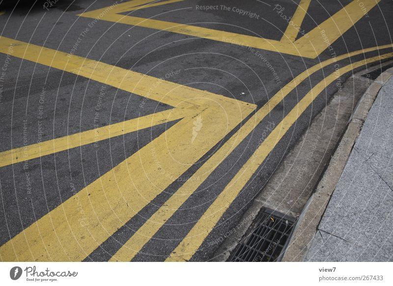 Sperrfläche Stadt Straße Stein Linie Schilder & Markierungen Beton Verkehr authentisch Hinweisschild Streifen Verkehrswege Teer Straßenkreuzung Gully