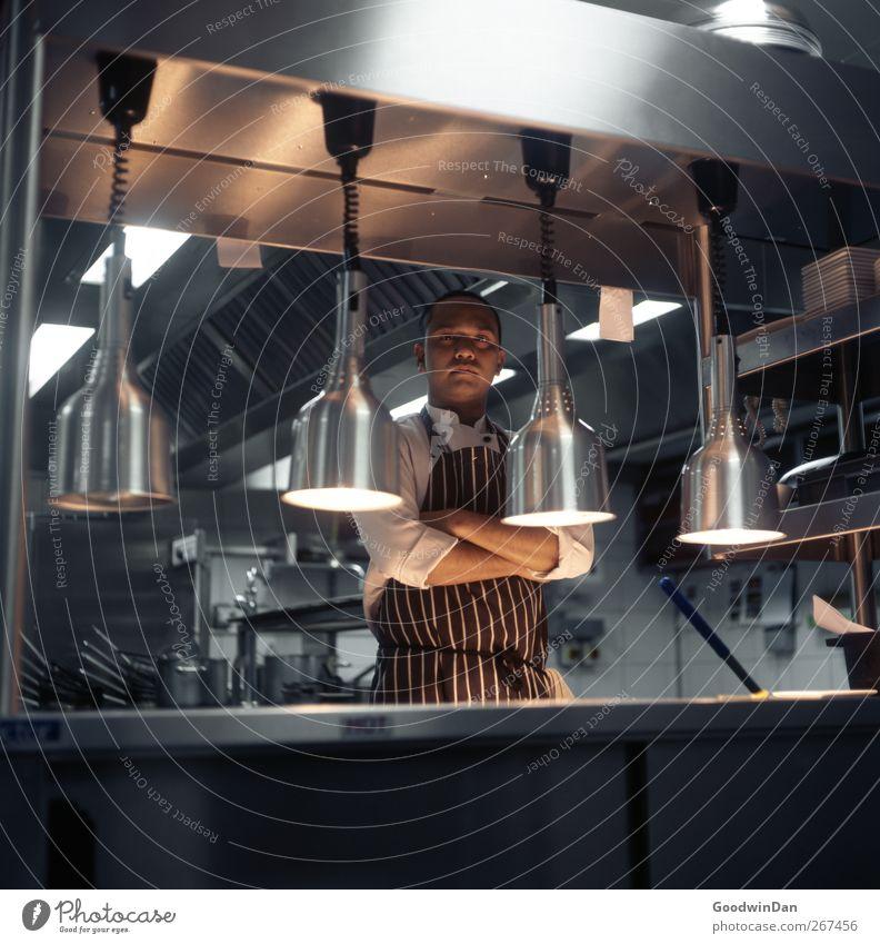 Paul. Arbeit & Erwerbstätigkeit Beruf Koch Arbeitsplatz Küche Mensch maskulin Junger Mann Jugendliche 1 warten authentisch natürlich Stimmung Tatkraft