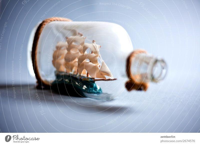 Flaschenschiff dreimaster Flotte Glas Glasflasche Raum maritim Menschenleer Pirat Kriegsschiffe Wasserfahrzeug Segelschiff Segelboot Segeljacht Souvenir