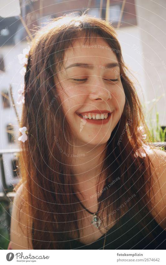 blumen mädchen Gesicht Sommer feminin Mädchen Junge Frau Jugendliche 1 Mensch Lächeln lachen Glück natürlich Gefühle Fröhlichkeit Leben Identität einzigartig