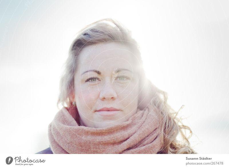 . Mensch feminin Junge Frau Jugendliche Kopf Haare & Frisuren 1 18-30 Jahre Erwachsene Accessoire Schal blond langhaarig Locken schön Blendenfleck direkt