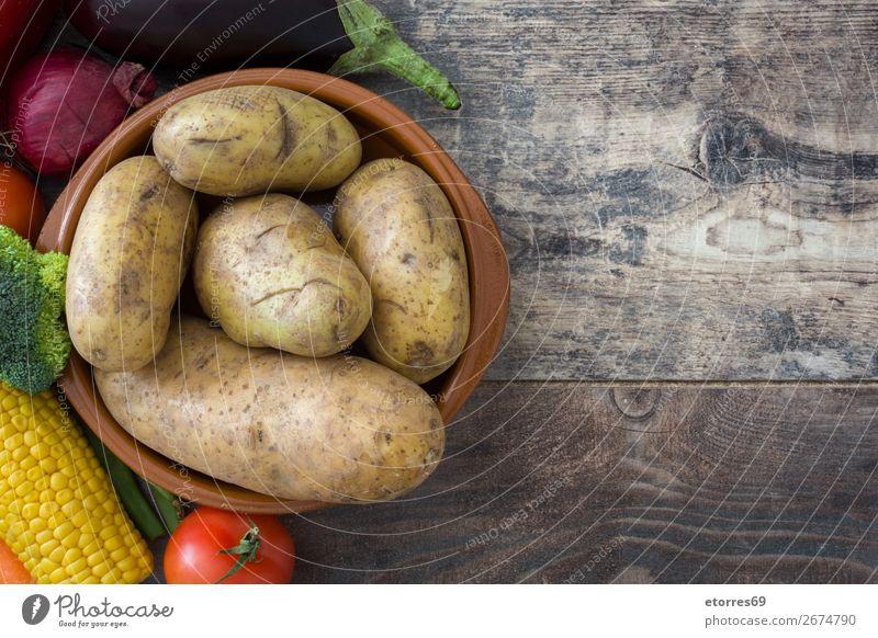 Gemüse und Obst auf Holz Lebensmittel Gesunde Ernährung Foodfotografie Frucht Vegetarische Ernährung Diät Gesundheit mehrfarbig gelb grün rot Zucchini Tomate