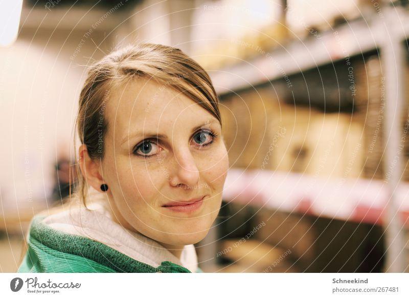 :-) Mensch feminin Junge Frau Jugendliche Erwachsene Leben Kopf Haare & Frisuren Gesicht Auge Ohr Nase Mund Lippen 1 18-30 Jahre Blick schön Ohrringe Regal