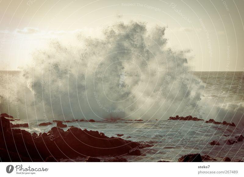 Wellenschaum Wasser Wassertropfen Wolkenloser Himmel Sonnenaufgang Sonnenuntergang Küste Meer toben nass retro wild Teneriffa Atlantik Gischt Brandung
