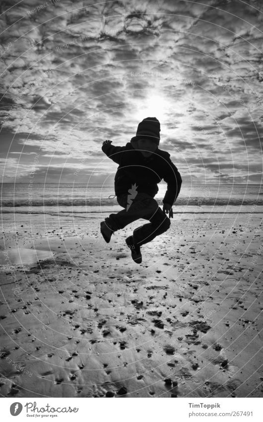 Borkum Bounce #5 Nordsee Nordseeküste Nordseeinsel Nordseestrand Ostfriesische Inseln Himmel Meer Wolken Wolkenhimmel Sonnenuntergang Spielen springen 1 Mensch