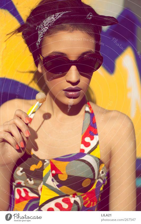 Retro Lifestyle Stil Schminke Lippenstift Veranstaltung Mensch feminin Junge Frau Jugendliche Erwachsene Schwester Leben 1 18-30 Jahre Kunst Mode Sonnenbrille