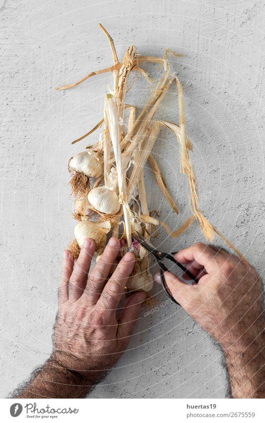 Blumenstrauß aus frischem violettem Knoblauch Lebensmittel Gemüse Kräuter & Gewürze Mensch Mann Erwachsene Kopf 1 45-60 Jahre Kunst natürlich oben weiß