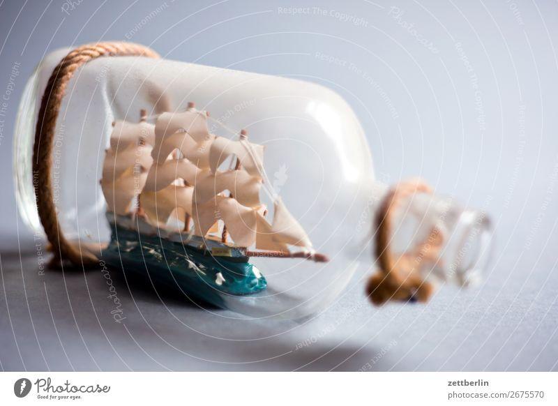 Buddelschiff Flasche dreimaster Flotte Glas Glasflasche Raum maritim Menschenleer Pirat Papierschiff Wasserfahrzeug Segelschiff Segelboot Segeljacht Souvenir