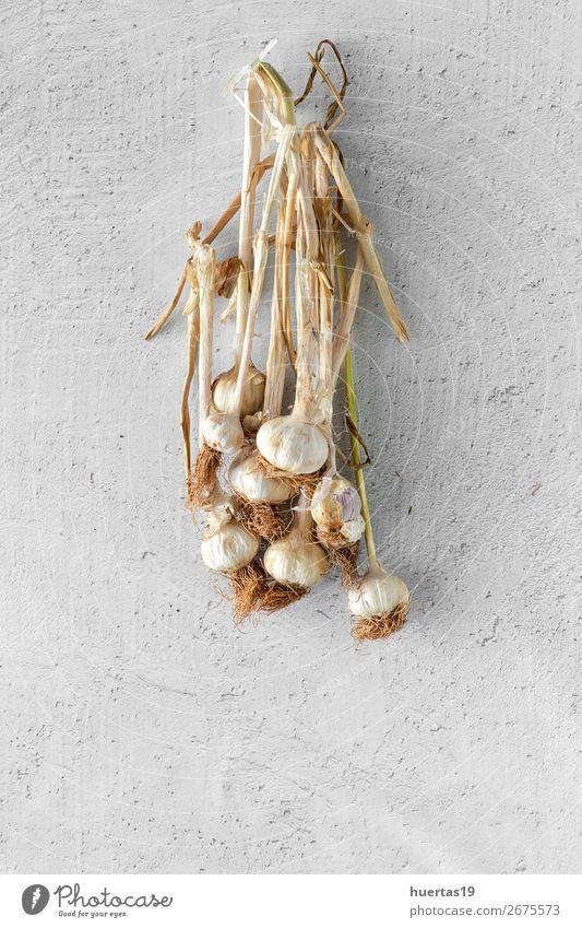 Blumenstrauß aus frischem violettem Knoblauch Gemüse Kräuter & Gewürze Kunst natürlich oben weiß Lebensmittel Hintergrund flache Verlegung Knolle Ackerbau