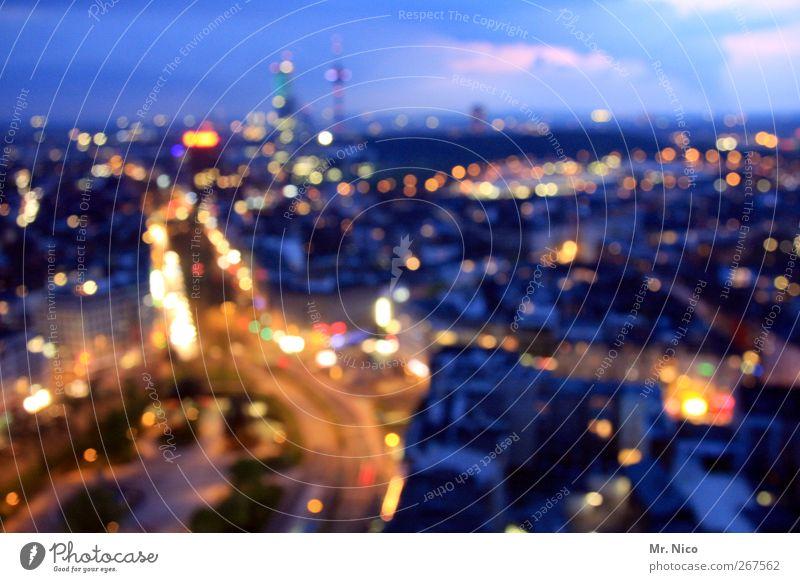 Big City Lights Nachtleben Stadt Stadtzentrum Hochhaus Platz Verkehr Berufsverkehr Straßenverkehr Straßenkreuzung Leben Stress Umwelt downtown Licht Europa