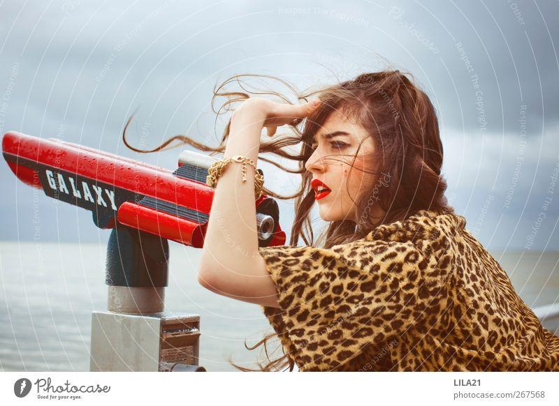 Mensch Frau Jugendliche Erwachsene feminin Junge Frau Stil Mode 18-30 Jahre Wind warten elegant Lifestyle Bekleidung retro Unwetter