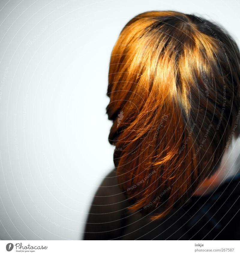 Goldschopf 2 Mensch Einsamkeit Leben Gefühle Junge Haare & Frisuren Traurigkeit Stimmung Kindheit Trauer geheimnisvoll verstecken hängen Am Rand langhaarig Pony