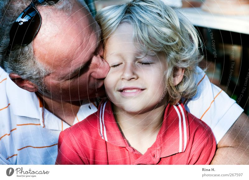. Mensch Kind Mann weiß rot Erwachsene Liebe Leben Gefühle Junge Glück Familie & Verwandtschaft träumen blond Kindheit maskulin
