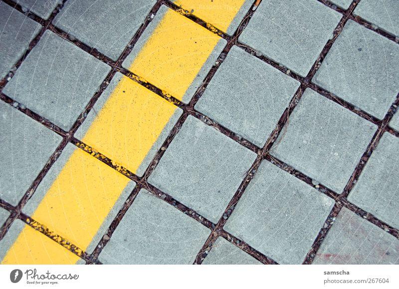 Pflastersteine Stadt gelb Straße grau Stein Linie Platz Verkehr Bodenbelag Netzwerk Streifen Verkehrswege Kopfsteinpflaster parallel Stadtzentrum Autofahren