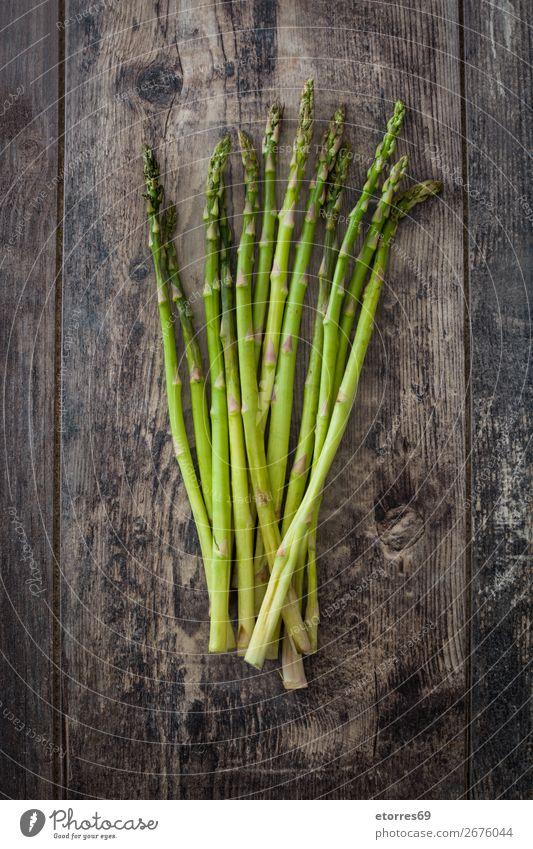 Roher grüner Spargel auf Holz Gemüse roh Vegetarische Ernährung Landwirtschaft Antioxidans Haufen Essen zubereiten kochen & garen Diät Feldfrüchte Abendessen