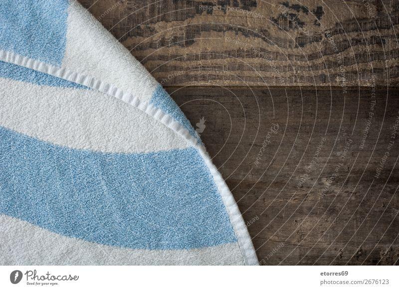Rustikales Strandschild aus Holz mit blau-weißem Strandtuch Handtuch Hintergrundbild Party Sommer Frühling Pause Familie & Verwandtschaft tropisch Spa Meer