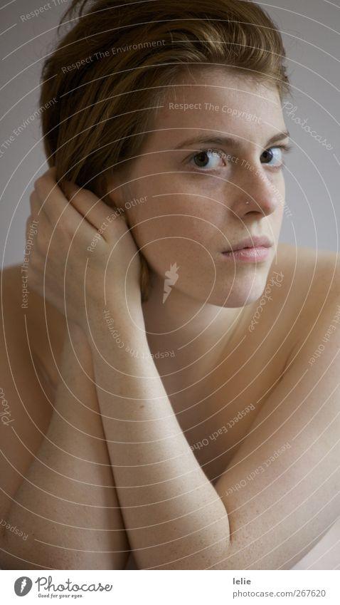 Ganz nah Mensch Jugendliche schön ruhig Erwachsene feminin Erotik Gefühle Arme Haut Junge Frau 18-30 Jahre authentisch Vertrauen Vorsicht Schüchternheit