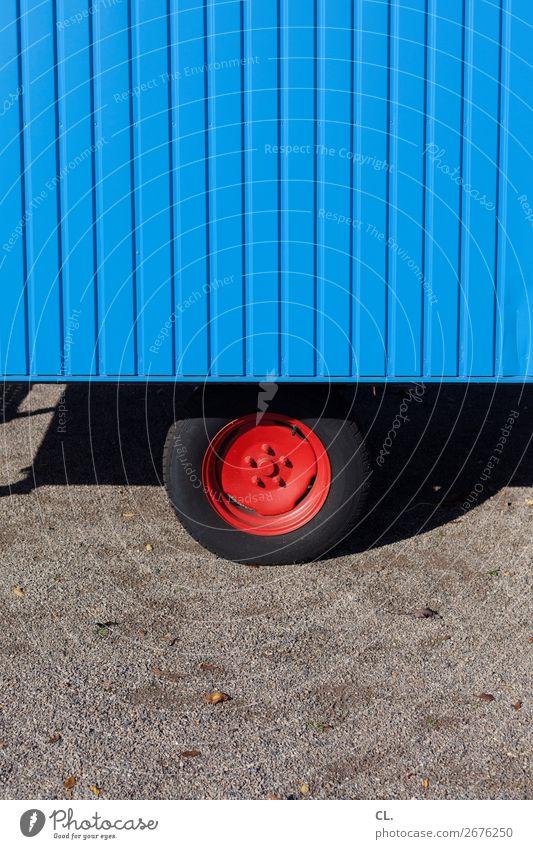 rote felge Verkehr Verkehrsmittel Straßenverkehr Wege & Pfade Fahrzeug Bauwagen Felge Reifen einzigartig rund blau Farbe Mobilität stagnierend