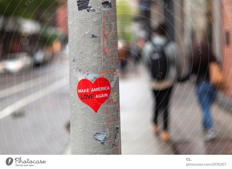make america love again Mensch Paar 2 New York City USA Stadt Verkehrswege Fußgänger Straße Wege & Pfade Zeichen Schriftzeichen Herz Gefühle Mitgefühl gehorsam