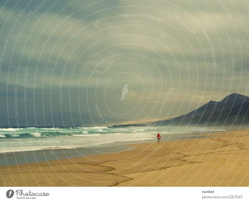Einsamer Strand - Cofete Schwimmen & Baden Ferien & Urlaub & Reisen Tourismus Ferne Freiheit Sommerurlaub Sonne Meer Wellen 1 Mensch Sand Wasser Wolken Wind