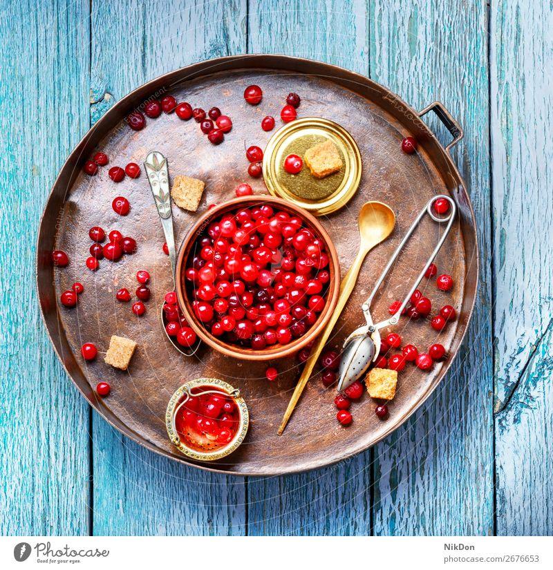 Beeren von Preiselbeeren für Tee Bestandteil Lebensmittel rot Frucht frisch reif saftig organisch Gesundheit Vitamin Herbst Vegetarier Haufen Zucker roh Tablett