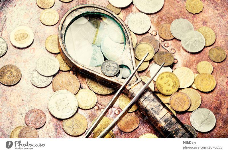 Alte Münzen, Numismatik Geldmünzen Lupe alt gold Währung Metall Finanzen Hintergrund Bank Silber Bargeld Antiquität Banking reich antik retro altehrwürdig