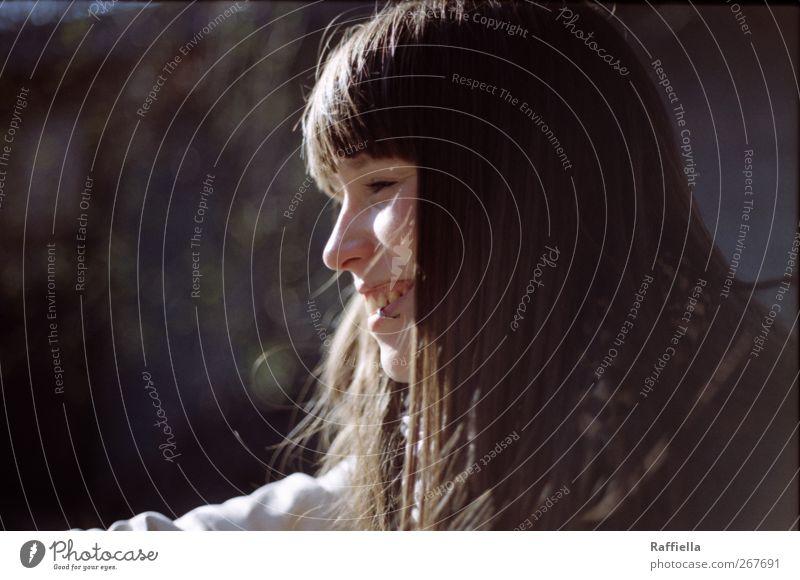 frühling Jugendliche Freude Gesicht Erwachsene feminin Haare & Frisuren lachen glänzend Junge Frau Fröhlichkeit 18-30 Jahre leuchten Lächeln Jacke brünett