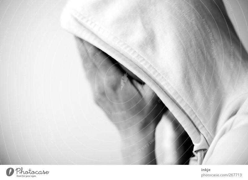 Kummer Lifestyle Leben Kopf Hand 1 Mensch Kapuzenpullover Traurigkeit weinen weiß Gefühle Stimmung Sorge Trauer Schmerz Einsamkeit schuldig Scham Reue Angst