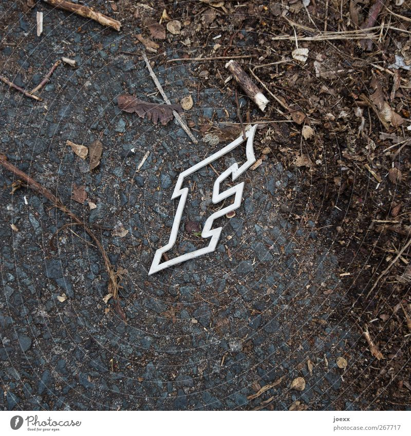 Buchstäblich alt weiß braun frei modern Schriftzeichen Buchstaben Vergänglichkeit skurril trashig eckig