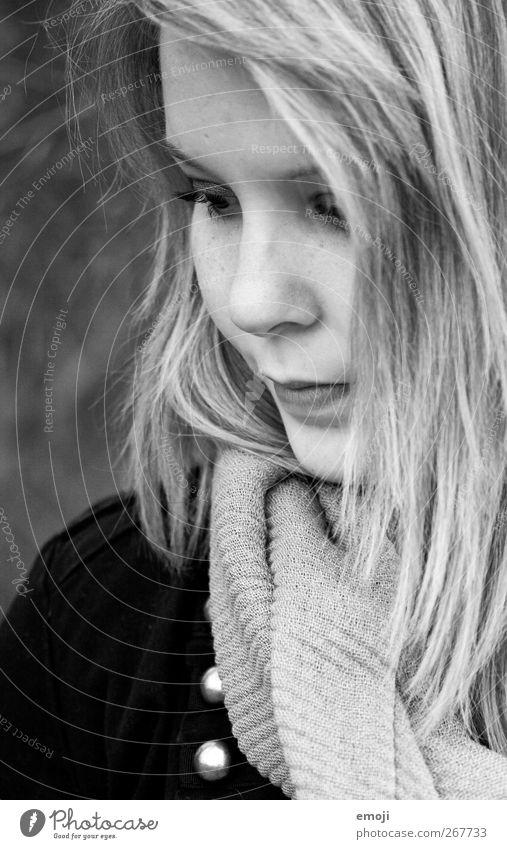 umrahmt feminin Junge Frau Jugendliche Kopf Haare & Frisuren Gesicht 1 Mensch 18-30 Jahre Erwachsene schön nachdenklich Schwarzweißfoto Außenaufnahme