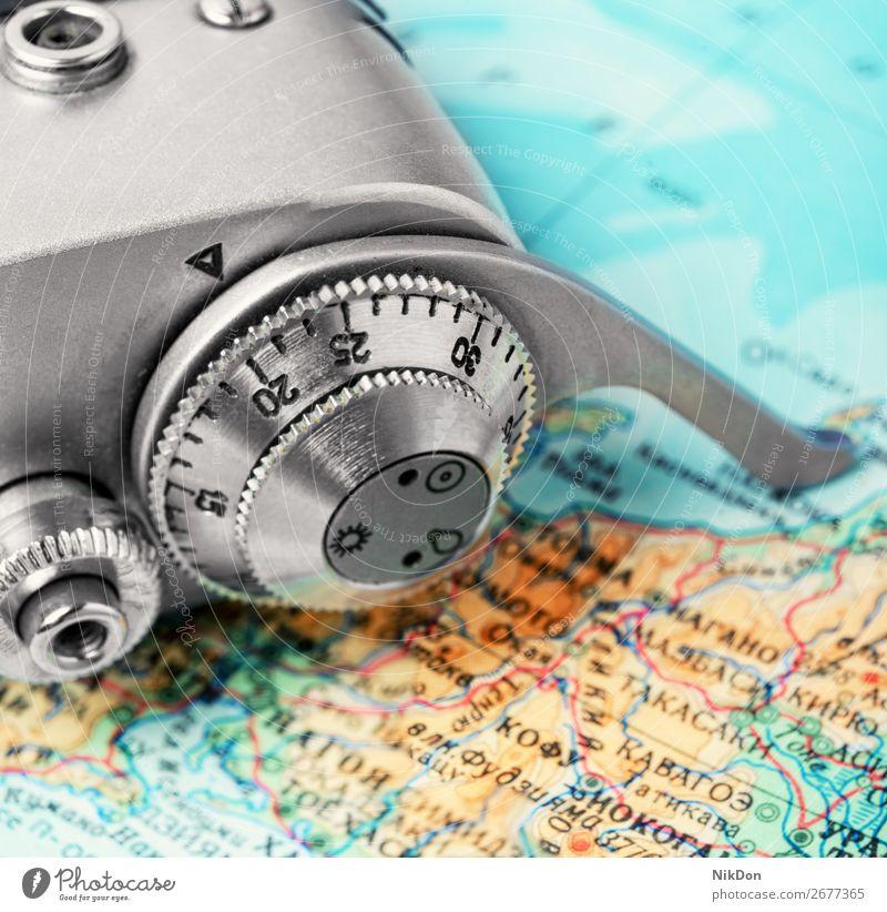 Kamera und Karte Fotokamera Landkarte reisen Urlaub Ausflug Reise retro Lifestyle Sommer Welt Konzept Feiertag Tourist alt Tourismus Fotografie Raum blau Reisen