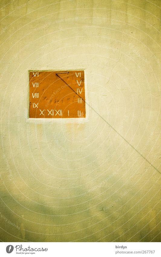 Sommerzeit ? Uhr Sonnenuhr Schönes Wetter Mauer Wand Fassade Ziffern & Zahlen ästhetisch authentisch außergewöhnlich schön Wärme gelb rot Präzision