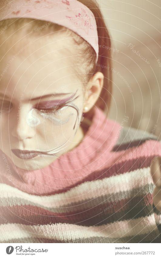 erwachsen? feminin Mädchen Kindheit Haut Kopf Haare & Frisuren Gesicht Auge Ohr Nase Mund Lippen 1 Mensch 3-8 Jahre Kunst rosa Schminke bemalt Makeup Haarband
