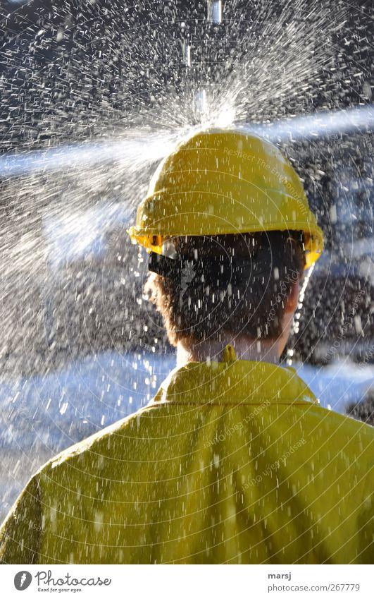 Gelb und nass Mensch Jugendliche Wasser Erwachsene gelb Kopf Junger Mann Arbeit & Erwerbstätigkeit 18-30 Jahre maskulin nass stehen Bekleidung Industrie Coolness Baustelle