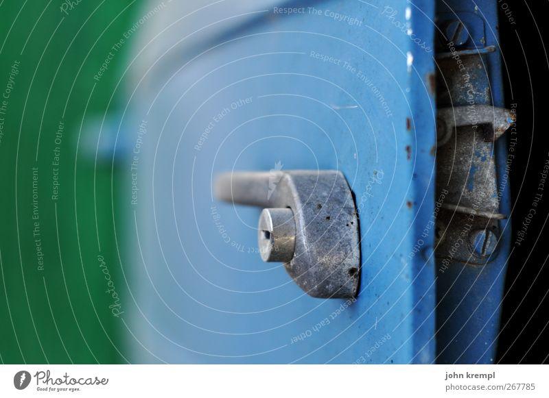 Neulich in Türingen blau alt grün Ferien & Urlaub & Reisen Einsamkeit PKW Metall kaputt Sicherheit Wandel & Veränderung retro Autotür fahren Vergänglichkeit historisch Stahl