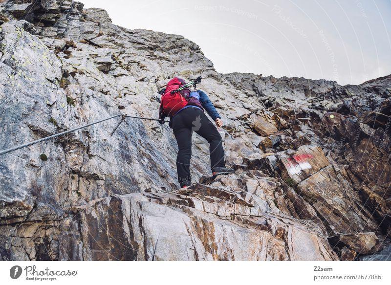 Aufstieg auf den Hirzer | Alpenüberquerung Freizeit & Hobby Ferien & Urlaub & Reisen wandern Klettern Bergsteigen Junge Frau Jugendliche Natur Landschaft Felsen