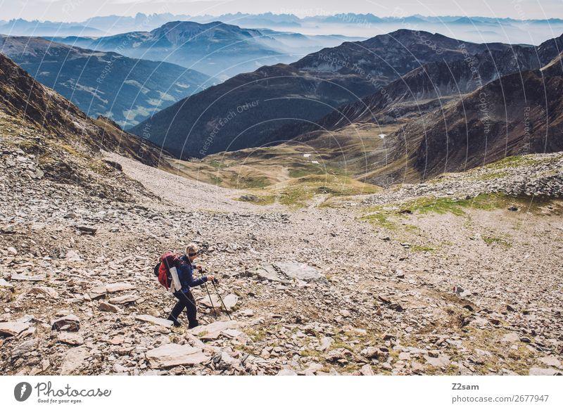 Abstieg vom Hirzer | Südtirol Ferien & Urlaub & Reisen Freiheit Expedition wandern Klettern Bergsteigen Junge Frau Jugendliche Natur Landschaft Sommer Felsen