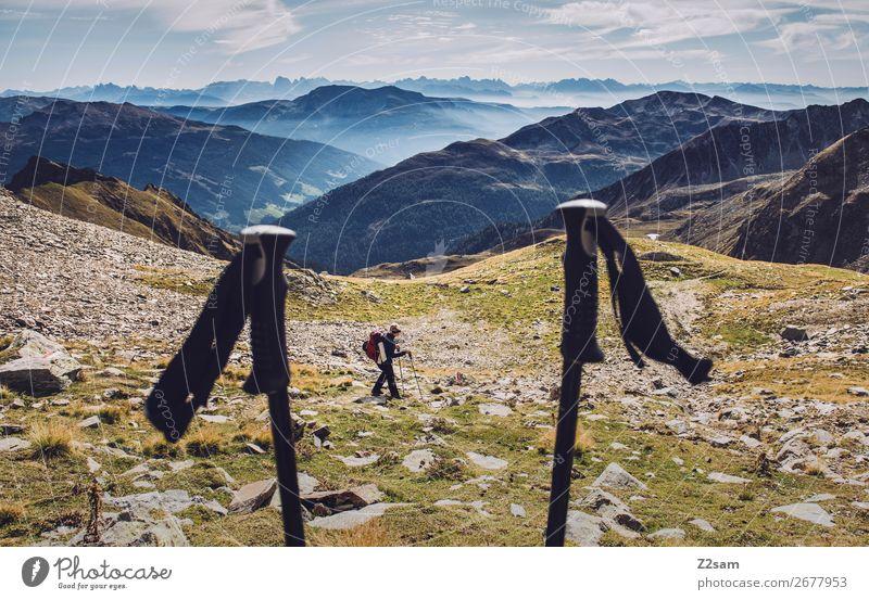 Junge Frau beim Abstieg vom Hirzer Ferien & Urlaub & Reisen Expedition Sommer wandern Klettern Bergsteigen Jugendliche Natur Landschaft Himmel Alpen