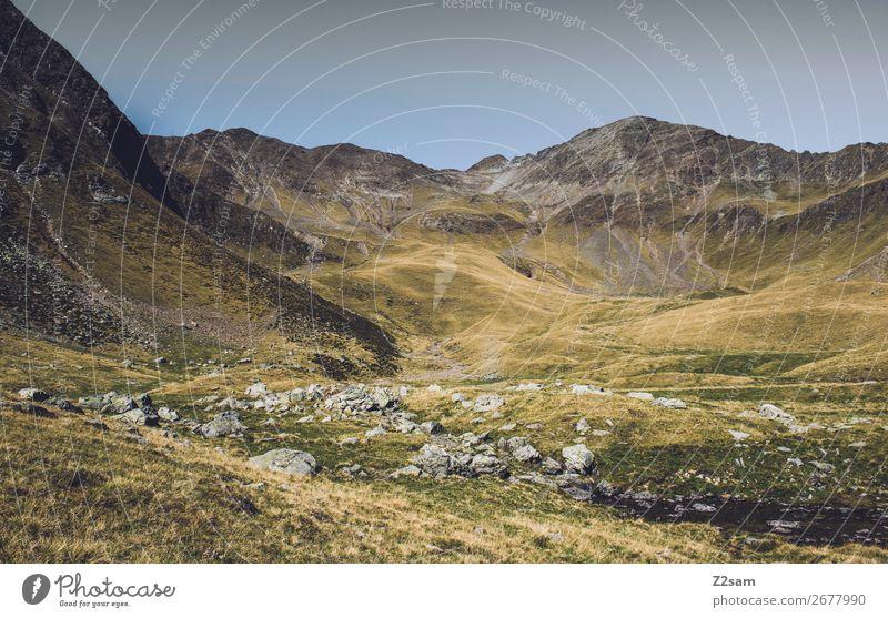 Bergpanorama vom Hirzer in Südtirol | E5 wandern Klettern Bergsteigen Umwelt Natur Landschaft Sommer Schönes Wetter Wiese Alpen Berge u. Gebirge Gipfel hoch