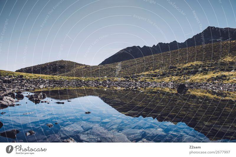 Bergsee in Südtirol | E5 wandern Klettern Bergsteigen Natur Landschaft Wolkenloser Himmel Schönes Wetter Alpen Berge u. Gebirge Gebirgssee ästhetisch frisch