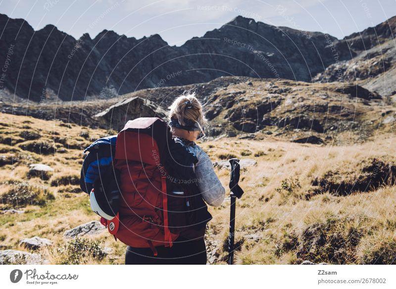 Junge Frau beim Wandern auf Alpenüberquerung | E5 Ferien & Urlaub & Reisen Abenteuer Expedition Berge u. Gebirge wandern Klettern Bergsteigen Jugendliche