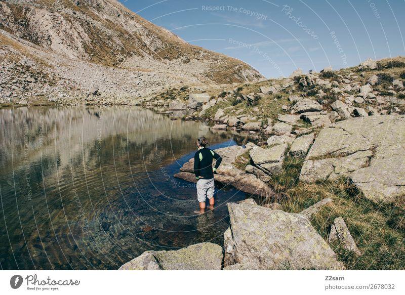 Junger Mann im Wasser eines Bergsees in Südtirol Freizeit & Hobby Ferien & Urlaub & Reisen Expedition Sommer wandern Klettern Bergsteigen Jugendliche Natur