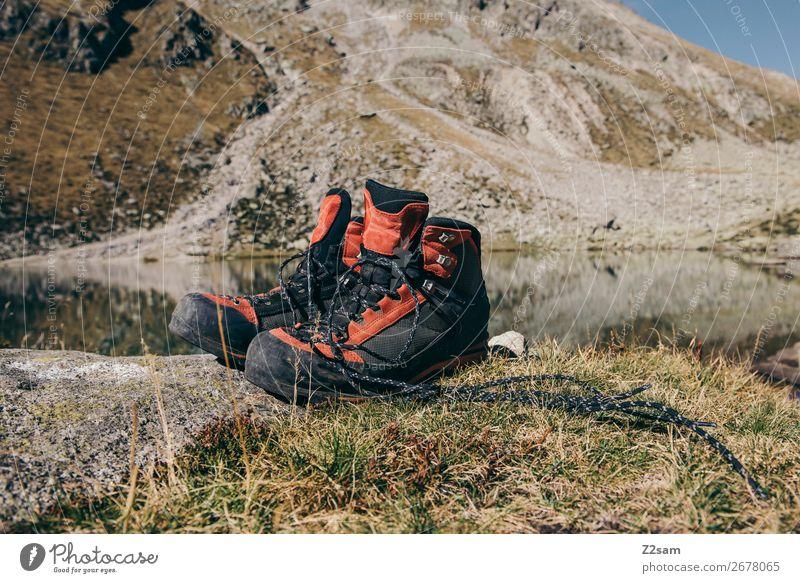 Wanderschuhe vor Bergpanorama Berge u. Gebirge wandern Klettern Bergsteigen Natur Landschaft Sommer Schönes Wetter Wiese Felsen Alpen Gipfel Gebirgssee Stiefel